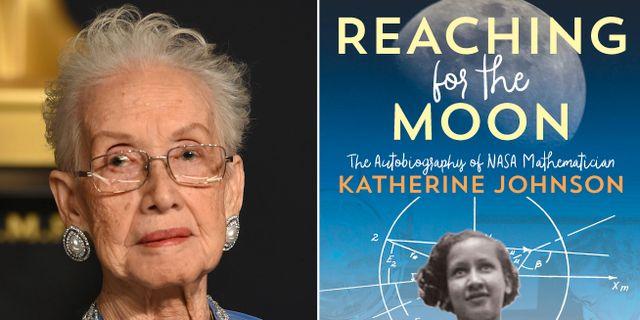 """Katherine Johson samt hennes bok """"Reaching for the moon"""".  TT NYHETSBYRÅN"""