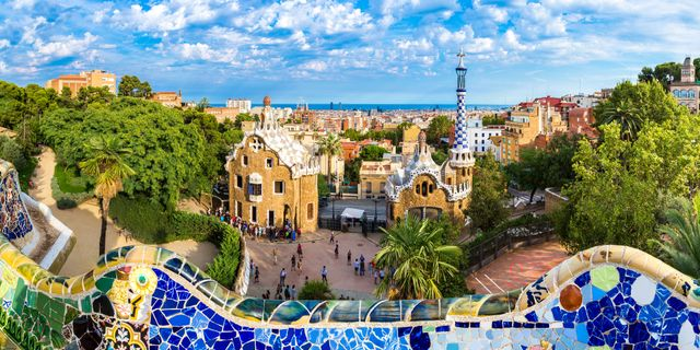 Park Güell är en del av Barcelonas hjärta Colourbox