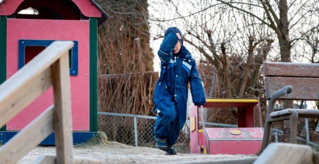 Illustrationsbild på barn på lekplats.  NTB / TT NYHETSBYRÅN