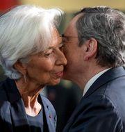Draghi och ersättaren Christine Lagarde. Presidential Palace / TT NYHETSBYRÅN