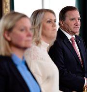 Arkivbild. Finansminister Magdalena Andersson (S), socialminister Lena Hallengren (S) och statsminister Stefan Löfven (S). Stina Stjernkvist/TT / TT NYHETSBYRÅN