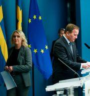 Socialminister Lena Hallengren och statsminister Stefan Löfven. Fredrik Persson/TT / TT NYHETSBYRÅN