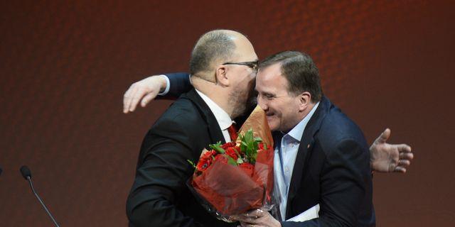 Karl-Petter Thorwaldsson och Stefan Löfven.  Hossein Salmanzadeh/TT / TT NYHETSBYRÅN