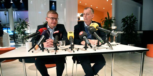 Ericssons tf vd Jan Frykhammar och strategichefen Ulf Ewaldsson vid tisdagens pressträff. Maja Suslin/TT / TT NYHETSBYRÅN