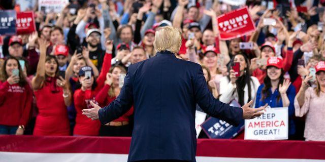Trump i samband med ett tal inatt. Evan Vucci / TT NYHETSBYRÅN
