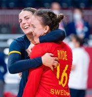 Carin Strömberg och Jessica Ryde efter förra matchen mot Frankrike. CARL SANDIN / BILDBYRÅN