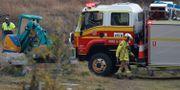 Räddningstjänst arbetar med att släcka bränderna. STRINGER / TT NYHETSBYRÅN