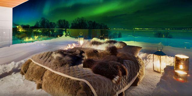 "I den nya ""aurorasängen"" på Tromsö sover du på balkongen under norrskenets ljus. Off the Map Travel"