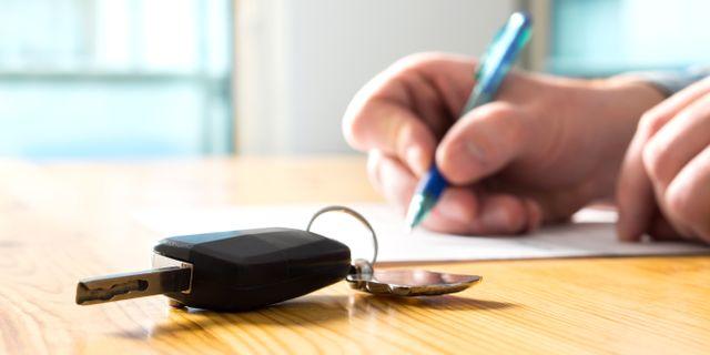 Läs igenom avtalet mycket noggrant innan du slår till på en leasingbil.  Shutterstock