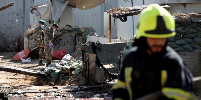 Afghanska säkerhetsstyrkor arbetar på platsen. Ebrahim Noroozi / TT NYHETSBYRÅN