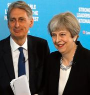 Phillip Hammond och Theresa May (arkivbild) Frank Augstein / TT NYHETSBYRÅN/ NTB Scanpix