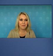 Lena Hallengren (S) medverkade digitalt på pressträffen.  Skärmavbild regeringens pressträff