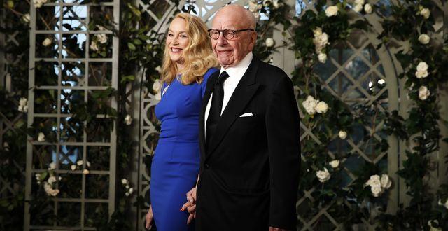 Jerry Hall i sällskap med Rupert Murdoch vid en middag på Vita huset.  TT.