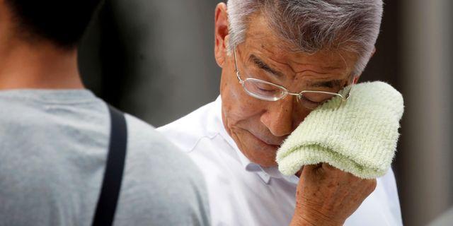Man i Tokyo idag. ISSEI KATO / TT NYHETSBYRÅN