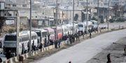 Rebeller och deras familjer evakueras. Bild från 22 mars. TT / NTB Scanpix
