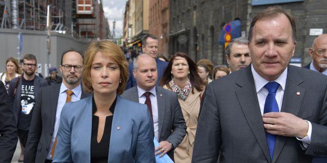 Annika Strandhäll (S) och Stefan Löfven (S) påväg mot misstrondevotering mot Strandhäll den 28 maj. Arkivbild. Anders Wiklund/TT / TT NYHETSBYRÅN