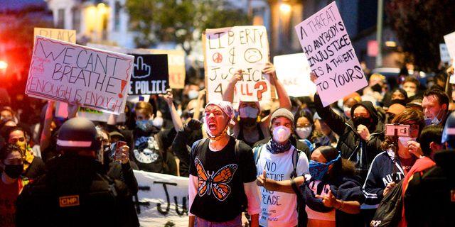 Bild från protesterna i Oakland, Kalifornien. Noah Berger / TT NYHETSBYRÅN