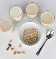 Almondmilk, regular milk, soymilk and oat milk. Jonas Ekströmer/TT / TT NYHETSBYRÅN