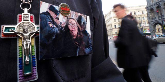 Demonstrant med foto på Jelena Grigorjeva Dmitri Lovetsky / TT NYHETSBYRÅN/ NTB Scanpix