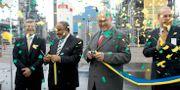 Invigningen av Preemraff i Lysekil 2006. Tidigare statsminister Göran person (S) klipper band med Preem-ägaren Mohammed Al Amoudi.  Adam Ihse / TT NYHETSBYRÅN