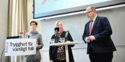LO:s ordförande Karl-Petter Thorwaldsson tillsammans med förbundets andre vice ordförande Berit Müllerström och Joa Bergold, författare till LO:s jämställdhetsbarometer vid presentationen av rapporten.  Pontus Lundahl/TT / TT NYHETSBYRÅN