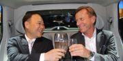 Arkivbild. Geelys ägare Li Shufu (till vänster) och Volvo Cars vd Håkan Samuelsson. KARIN OLANDER / TT / TT NYHETSBYRÅN