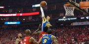 Golden State Warriors Shaun Livingston med en dunk under natttens match. THOMAS SHEA / BILDBYRÅN