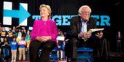 Hilary Clinton och Bernie Sanders, 3 november, 2016.  Andrew Harnik / TT / NTB Scanpix