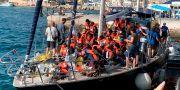 Migrantbåten går i land i Lampedusa. Elio Desiderio / TT NYHETSBYRÅN/ NTB Scanpix