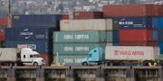 Kinesiska containrar i hamnen i Seattle, USA.  Ted S. Warren / TT / NTB Scanpix