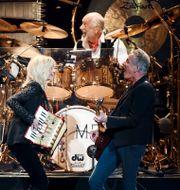 Mick Fleetwood bakom trummorna under en Fleetwood Mac-konsert. Evan Agostini / TT NYHETSBYRÅN