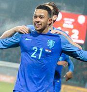 Mephis Depay jublar efter sitt 3–1-mål mot Luxemburg. Laurent Dubrule / TT NYHETSBYRÅN