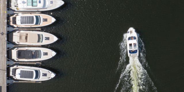 Båtar vid brygga.  Fredrik Sandberg/TT / TT NYHETSBYRÅN