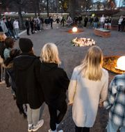 Minnesstund för den döda 18-åringen.  Johan Nilsson/TT / TT NYHETSBYRÅN