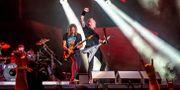 Kirk Hammett och James Hetfield i Metallica från en tidigare konsert.  Amy Harris / TT NYHETSBYRÅN