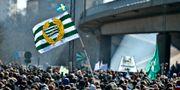 2013-04-14 Hammarby fotbolls supportrar gjorde på söndagen den traditionsenliga marschen över Södermalm mot Söderstadion i Globenområdet för säsongspremiären i superettan mot Värnamo. ANDERS WIKLUND / TT / TT NYHETSBYRÅN