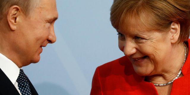 Vladimir Putin och Angela Merkel.  ODD ANDERSEN / AFP