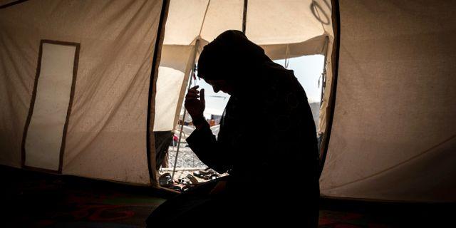Zahra, en av kvinnorna som intervjuats, i flyktinglägret Salamiya. Claire Thomas / TT NYHETSBYRÅN / Amnesty