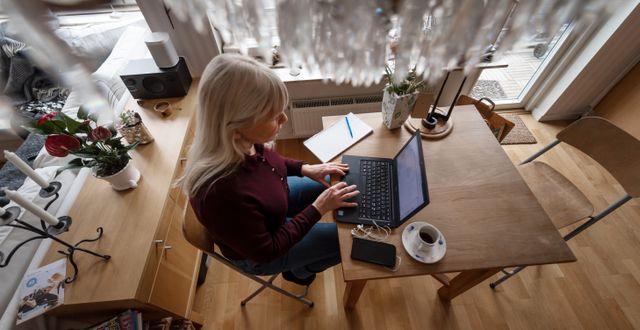 Kvinna som arbetar hemifrån. Stina Stjernkvist/TT / TT NYHETSBYRÅN