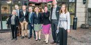 Den blågröna ledningen i Stockholms läns landsting. Irene Svenonius fyra från höger.  Lars Pehrson/SvD/TT / TT NYHETSBYRÅN