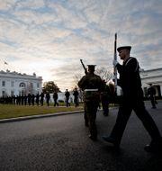 Hedersvakten övar vid Vita huset inför Donald Trumps installation. Manuel Balce Ceneta / TT / NTB Scanpix