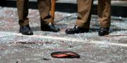 En sko utanför en av de attackerade k DINUKA LIYANAWATTE / TT NYHETSBYRÅN