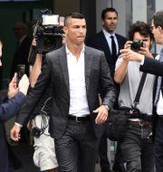 Chritiano Ronaldo påpassad av fotografer i Turin. Arkivbild.  DANIELE BUFFA / BILDBYRÅN