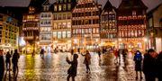 Turister vid ett torg i Frankfurt. Michael Probst / TT NYHETSBYRÅN