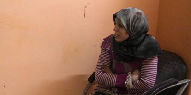 Mamman till den döende pojken på sjukhuset i östra Ghouta.  AMMAR SULEIMAN / AFP
