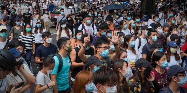 Den nya säkerhetslagen har lett till stora demonstrationer runt om i Hongkong. Vincent Yu / TT NYHETSBYRÅN