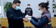Xi Jinping får själv genomgå en undersökning. Pang Xinglei / TT NYHETSBYRÅN