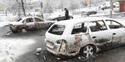 Polis efter att bilar brunnit i Stockholmsförorten Rinkeby. TT NEWS AGENCY / TT NYHETSBYRÅN