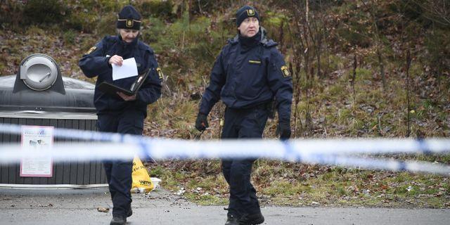 Poliser vid det avspärrade området i Mölnlycke. Arkivbild. Björn Larsson Rosvall/TT / TT NYHETSBYRÅN