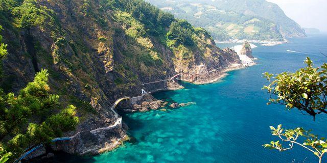 Bilvägen längs Ulleung-Dos kust sägs vara en av de mest natursköna i Korea. Wikicommons